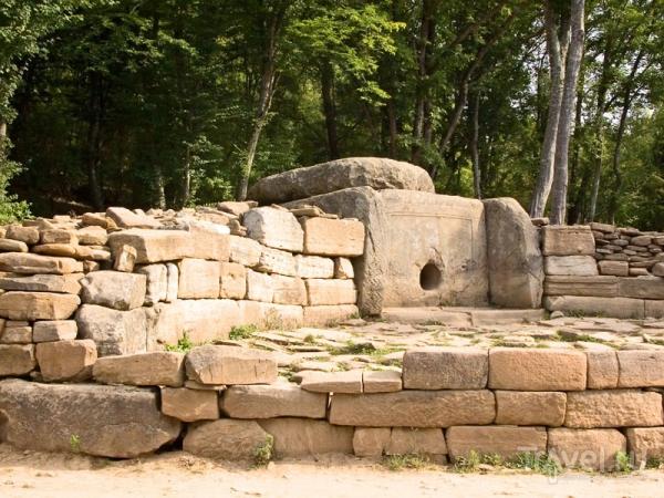 Дольмены в Геленджике: загадка каменных склепов
