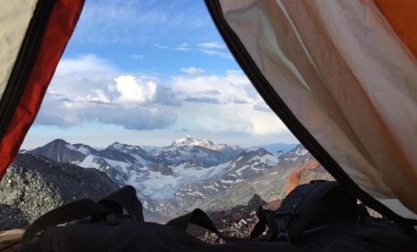 Палатка для ночевки в горах