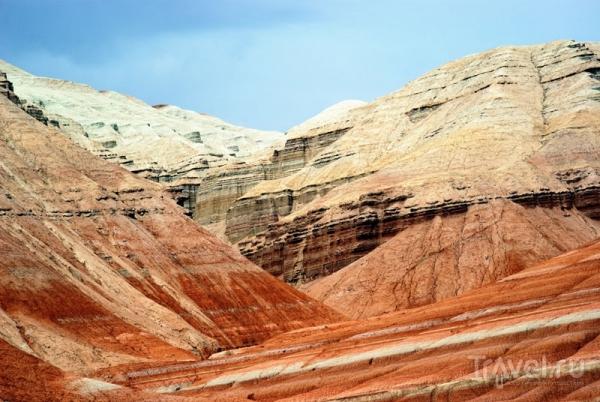 Разноцветные горы Актау: красочные ландшафты Казахстана